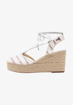 KAMINI MID STRIPE LOGO SLING - Sandaletter - white/silver