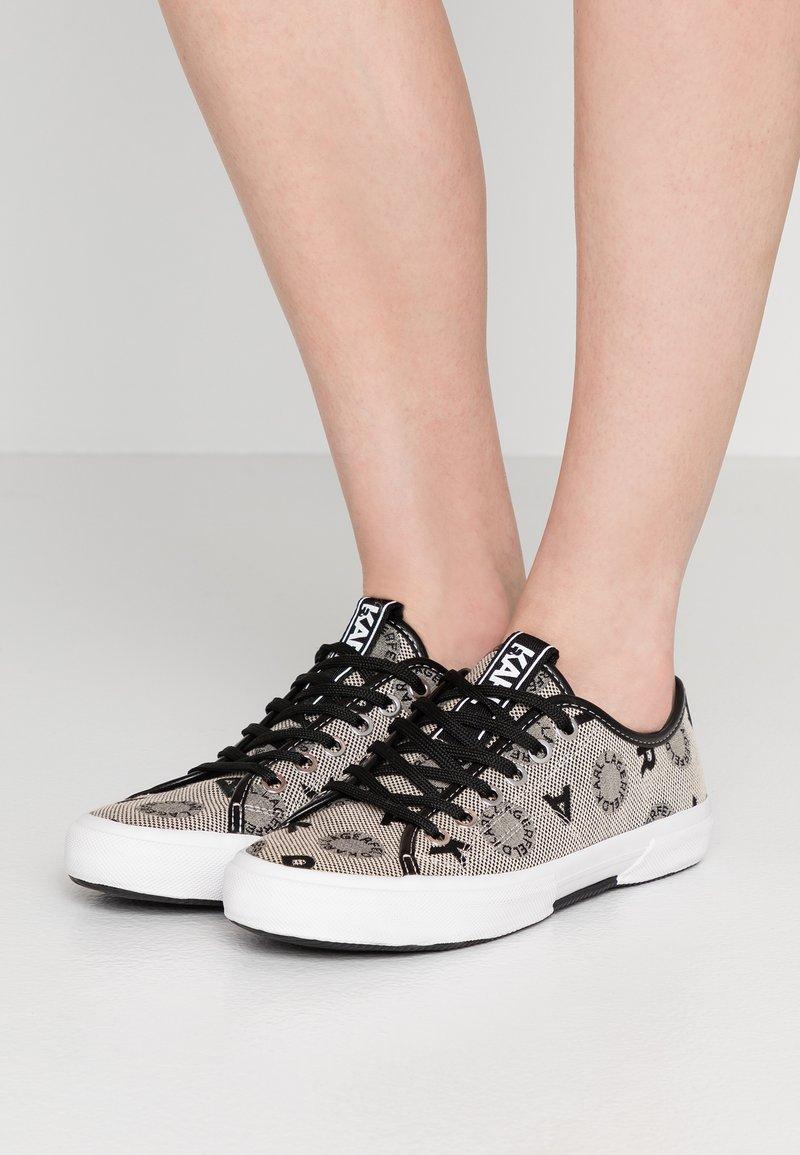 KARL LAGERFELD - KAMPUS JACQUARD LO LACE - Sneakers - light grey weave/black