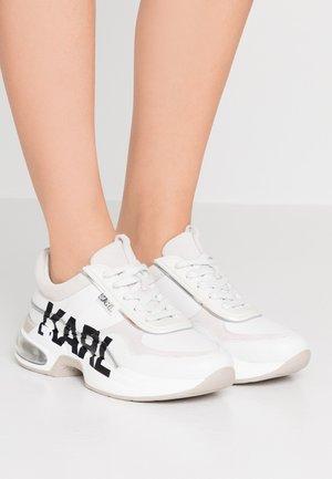 LAZARE LOGO  - Trainers - white