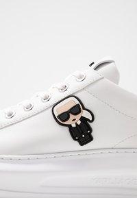KARL LAGERFELD - KAPRI IKONIC LACE - Sneakersy niskie - white/pink - 2