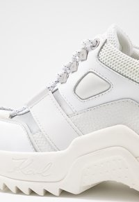 KARL LAGERFELD - QUEST HIKER  - Baskets basses - white - 2