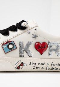 KARL LAGERFELD - SKOOL JEWEL BADGE - Sneakersy niskie - white/silver - 2