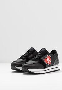 KARL LAGERFELD - VELOCITA K-LOVE - Sneakersy niskie - black/red - 4