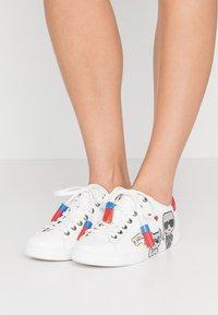KARL LAGERFELD - KUPSOLE II PIXEL PAIR LACE - Sneakers laag - white - 0