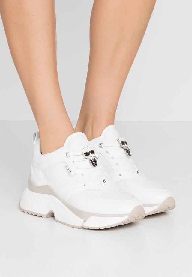 AVENTUR LACE SHOE - Sneaker low - white