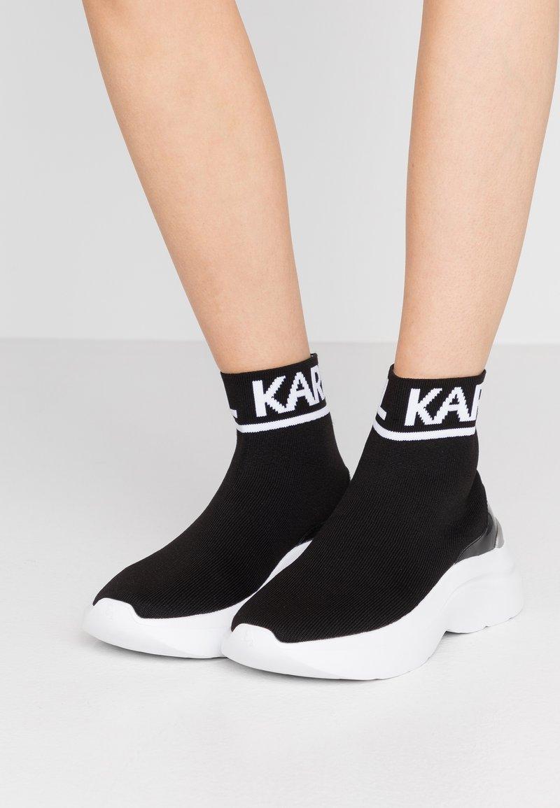 KARL LAGERFELD - SKYLINE ANKLE PULL ON - Vysoké tenisky - black/white