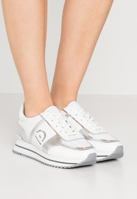 KARL LAGERFELD - VELOCITA MAISON LACE - Trainers - silver - 0