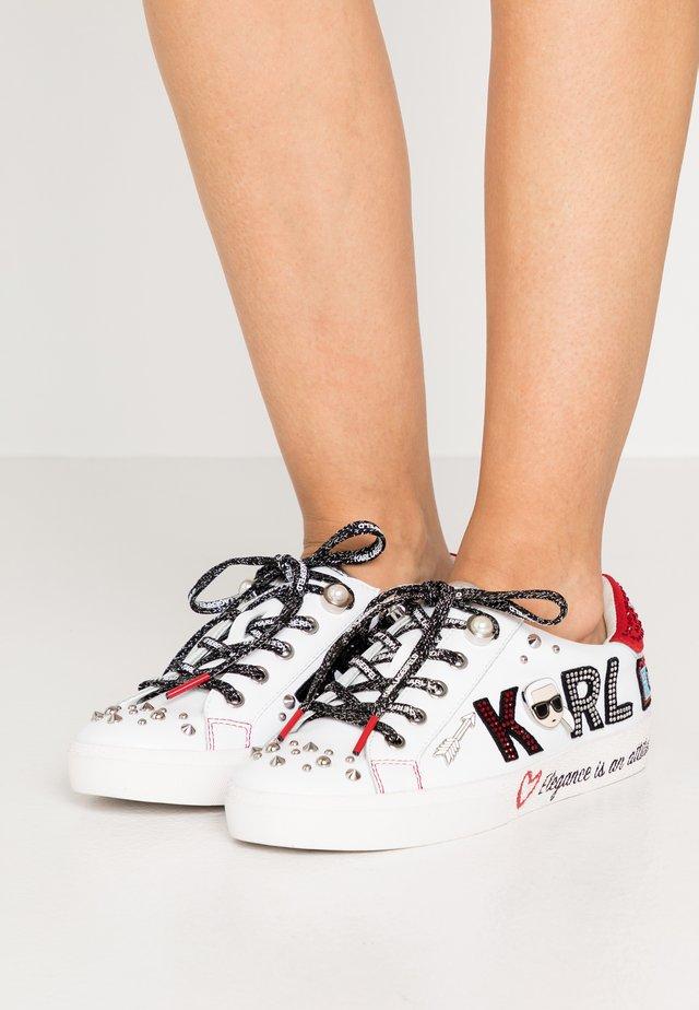 SKOOL JEWEL BADGE - Sneakersy niskie - white/silver