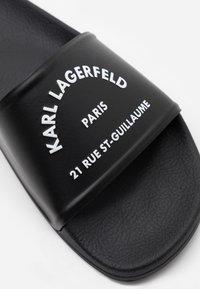 KARL LAGERFELD - KONDO II MAISON SLIDE - Pantofle - black - 4
