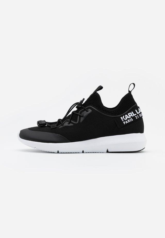 VITESSE CHAKRA CROSSLACE - Sneakers laag - black