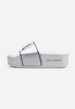 KONDO MAXI PLATFORM SLIDE - Sandaler - silver