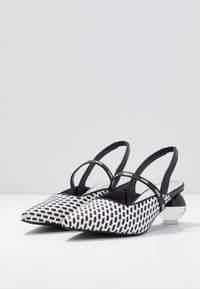 KARL LAGERFELD - VERNAZZA SLING STRAP - Klassieke pumps - black/white - 4