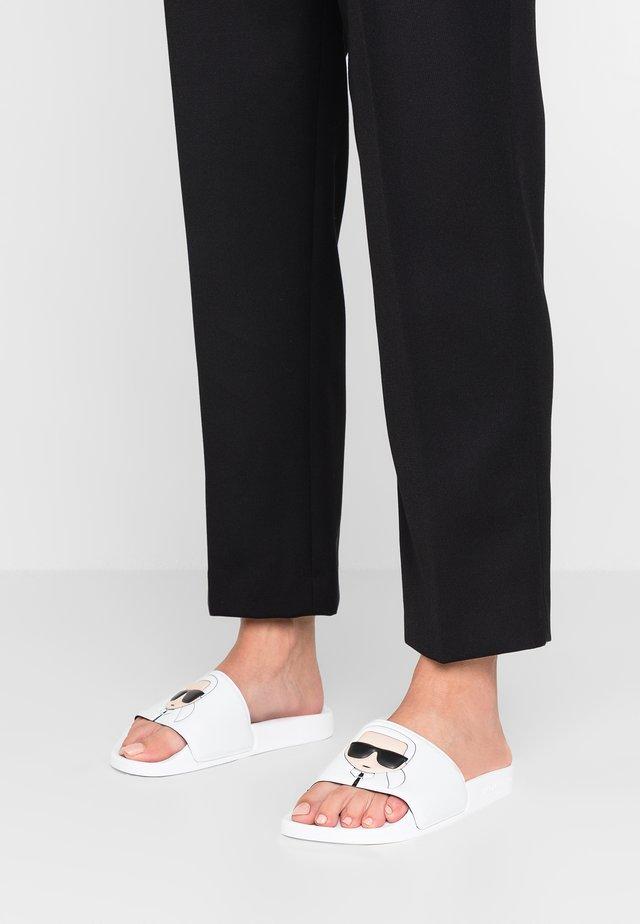 KONDO IKONIC SLIDE - Pantofle - white