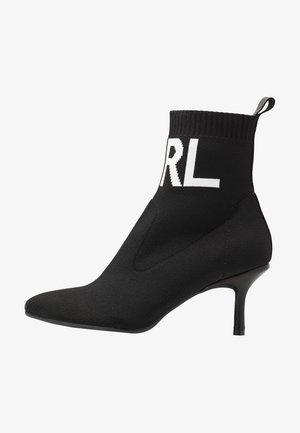 COLLAR BOOT - Korte laarzen - black
