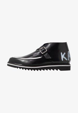 BUCKLE SHOE MID - Korte laarzen - black