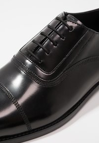 KARL LAGERFELD - URANO OXFORD LACE SHOE - Derbies & Richelieus - black - 5