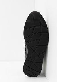 KARL LAGERFELD - VEKTOR BAND SOCK - Sneakers hoog - black/white - 4