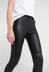 KARL LAGERFELD - PATENT BIKER PANTS - Pantalón de cuero - black - 3
