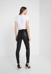 KARL LAGERFELD - PATENT BIKER PANTS - Pantalón de cuero - black - 2