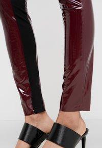 KARL LAGERFELD - PATENT - Leggings - burgundy - 3