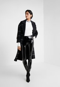 KARL LAGERFELD - PATENT - Leggings - Trousers - black - 1