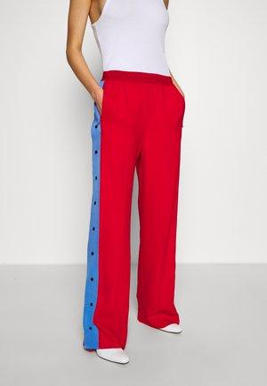 WIDELEG SNAP PANTS - Pantalon classique - red