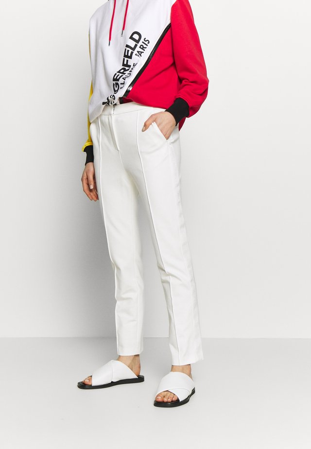 PUNTO PANTS LOGO TAPE - Spodnie materiałowe - offwhite