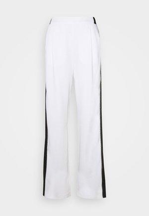 CADY PANTS LOGO TAPE - Broek - white
