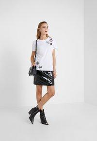 KARL LAGERFELD - Pencil skirt - black - 1