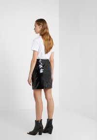 KARL LAGERFELD - Pencil skirt - black - 2