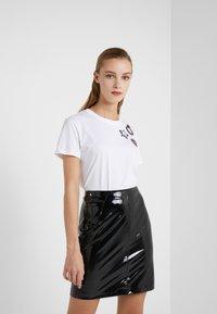 KARL LAGERFELD - Pencil skirt - black - 3