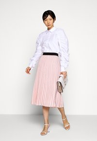 KARL LAGERFELD - PIN STRIPE PLEATED SKIRT - A-line skirt - rose smoke - 1