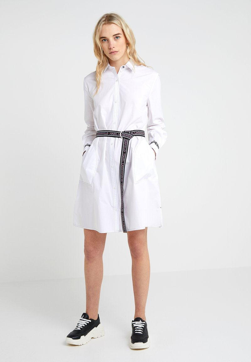 KARL LAGERFELD - DRESS LOGO BELT - Sukienka koszulowa - white