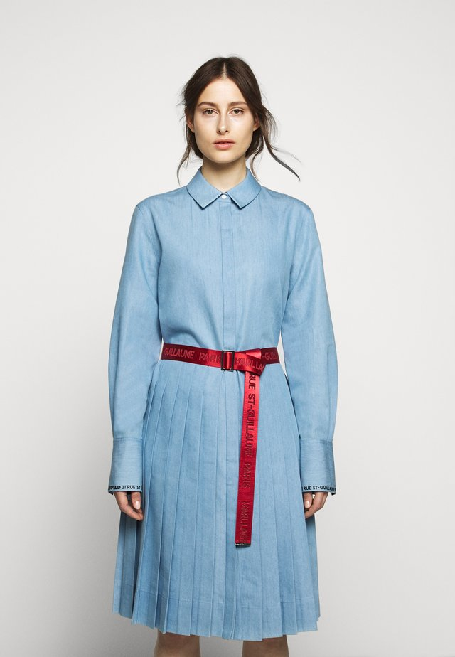 DRESS LOGO BELT - Vestido camisero - mid blue
