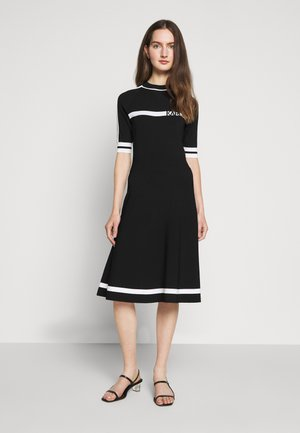 DRESS LOGO - Robe pull - black/white