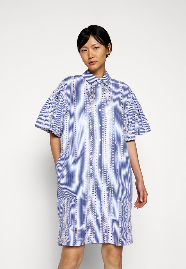 EMBROIDERED STRIPE DRESS - Vestido camisero - white/blue