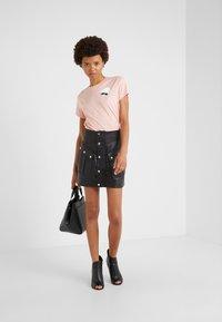 KARL LAGERFELD - IKONIK  - T-shirt print - mellow rose - 1