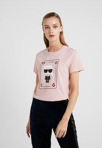 KARL LAGERFELD - CHOUPETTE - T-shirt print - pink - 0