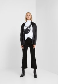 KARL LAGERFELD - IKONIK LOGO - Print T-shirt - white - 1