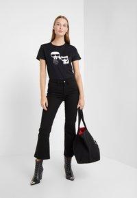 KARL LAGERFELD - IKONIK CHOUPETTE TEE - Print T-shirt - black - 1