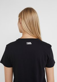 KARL LAGERFELD - SQUARE LOGO TEE - Camiseta estampada - black - 3