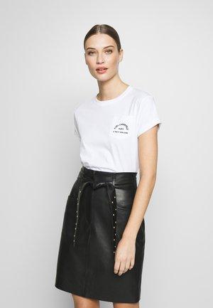ADDRESS POCKET TEE - Jednoduché triko - white