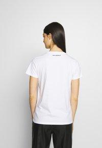 KARL LAGERFELD - PROFILE RHINESTONE TEE - T-shirt z nadrukiem - white - 2