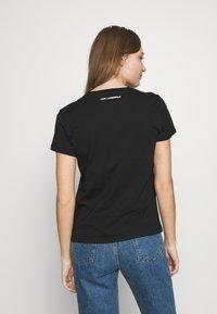 KARL LAGERFELD - PROFILE TEE - T-shirt z nadrukiem - black - 2