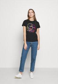 KARL LAGERFELD - PROFILE TEE - T-shirt z nadrukiem - black - 1