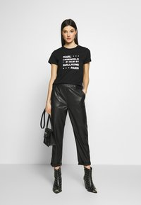 KARL LAGERFELD - STACKED LOGO ADRESS  - T-shirt print - black - 1