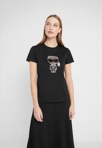 KARL LAGERFELD - IKONIK RHINESTONE  - T-shirts med print - black - 0