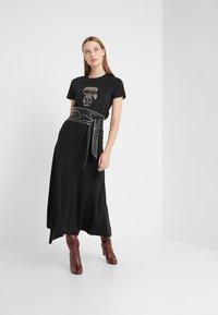 KARL LAGERFELD - IKONIK RHINESTONE  - T-shirts med print - black - 1