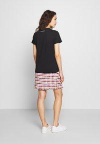 KARL LAGERFELD - BOUCLE HEAD - Camiseta estampada - black - 2