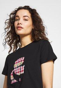 KARL LAGERFELD - BOUCLE HEAD - Camiseta estampada - black - 3